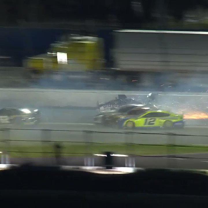 OH 😳 #DAYTONA500 | @NASCAR