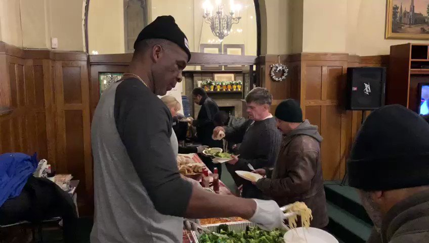 South Loop Community Table✅ Veterans New Beginnings✅ The @CharlesOakleyF1 and @CharlesOakley34 Served up hundreds of meals in Chicago. Tomorrow➡️Nashville! #SociallyResponsibleGaming