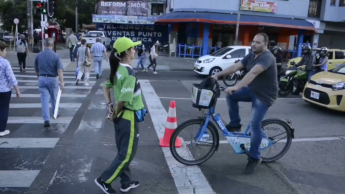 Casi 1000 nuevos ciclistas en el primer día de ciclovías temporales; un claro indicador de que en #MedellínFuturo estamos listos para movilizarnos mejor. ¡Preparen sus bicicletas para el miércoles! (estaremos de 6.30 a 8.30 y de 17 a 19) 🚲 @sttmed