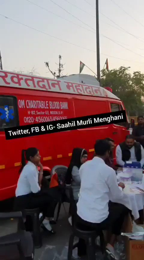 #WATCH I shot this blood bank van which has been parked at #ShaheenBagh.Protesters seen donating blood.Fun fact- Religion won't be asked when this blood is used in different hospital :)#HumanityFirst ❤