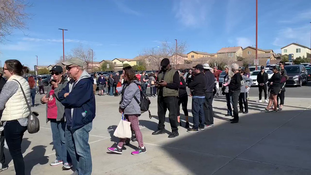@RalstonReports This is the line to vote at Coronado High School in Henderson yesterday..my husband waited over 2 hours!  People were delivering pizzas for folks to snack in line! Very nice motivated crowd! #NevadaCaucus2020 #HomeMeansNevada