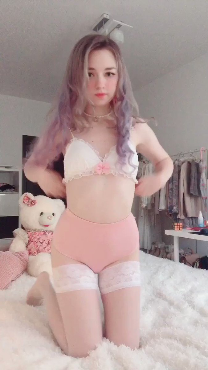🎀 𝓅𝓇𝒾𝓃𝒸𝑒𝓈𝒶 🎀 B-DAY IN 34 DAYS - 100 retweets and i will post full video!!🥰🥰  and wow omg i look so beautiful. just wow. imagine being my daddy and using me whenever you want.🥵