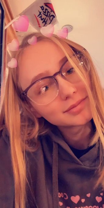 My new glasses what y'all think 🥰🤓 https://t.co/jXtXx7BoN1