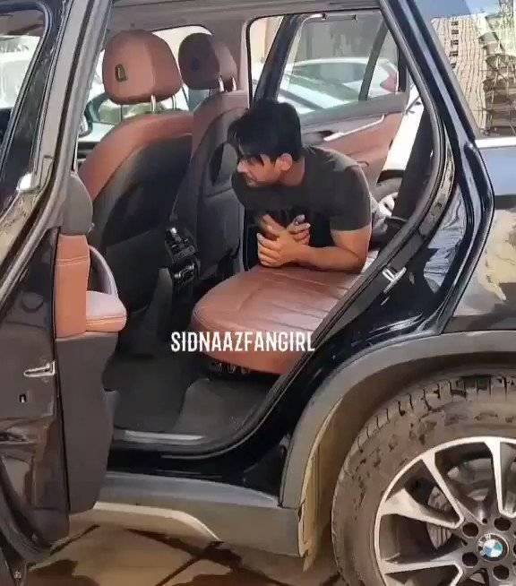Replying to @Sidnaaz00887212: Rest in car after workout 😍😂 handsome hunk😘😍 @sidharth_shukla #SidharthShukIaFever