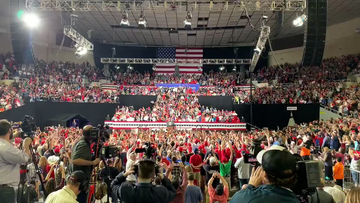 Tonight's crowd for President @realDonaldTrump at the coliseum was at capacity - according to @phoenixpolice