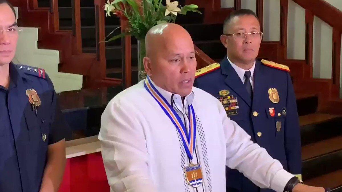 """""""Kung loyal ako sa Presidente, loyal ako sa taumbayan. Twisted logic itong ibang tao dito eh.""""  Ito ang paliwanag ni Senador Bato dela Rosa sa pagiging """"loyal"""" kay Pang. Duterte.   via @zhandercayabyab"""