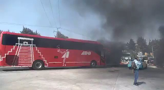 Image for the Tweet beginning: 🔴 Pobladores bloquean la autopista