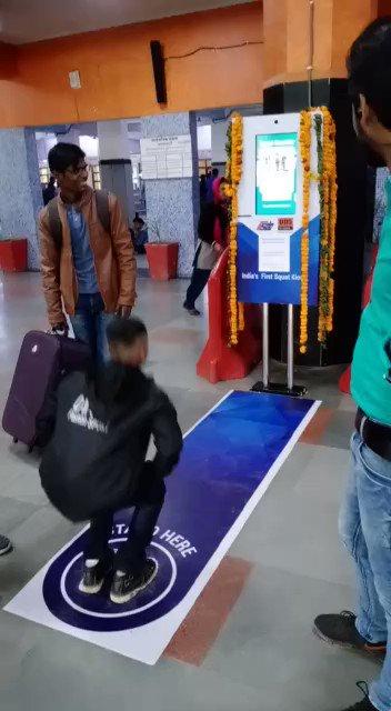फिटनेस के साथ बचत भी: दिल्ली के आनंद विहार रेलवे स्टेशन पर फिटनेस को प्रोत्साहित करने के लिए अनूठा प्रयोग किया गया है।  यहां लगाई गई मशीन के सामने एक्सरसाइज करने पर प्लेटफार्म टिकट निशुल्क लिया जा सकता है।