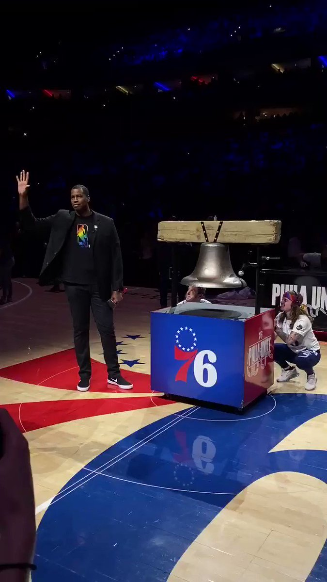 NBA Cares Ambassador @jasoncollins98 tips off Pride Night with the @sixers in Philly! 🏳️🌈 🏀
