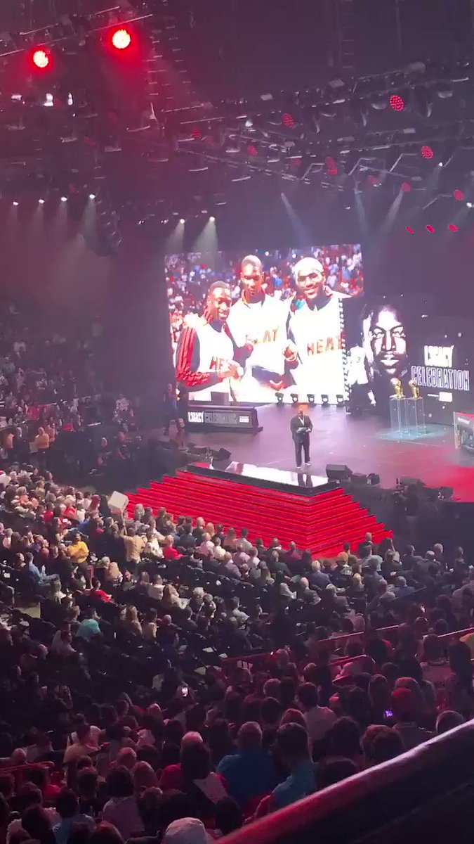 Heat fans booing the Wade Bulls and Cavs jerseys
