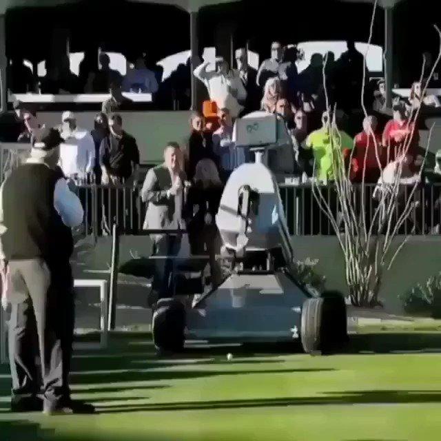 This robot golfer hit a hole-in-one! ⛳🤖  #AI #Robotics #5G @PGA  @SpirosMargaris @evankirstel @sallyeaves @HaroldSinnott @Paula_Piccard @ShiCooks @Droit_IA @diioannid @ipfconline1 @sebbourguignon @labordeolivier @kalydeoo @tewoz @Nicochan33 @chboursin @3itcom @HITpol @mallys_
