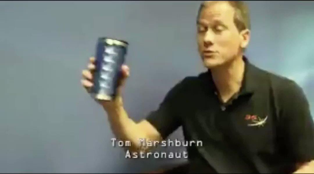地球に帰還した宇宙飛行士が重力の存在を忘れたままインタビュー答えるのほんと草