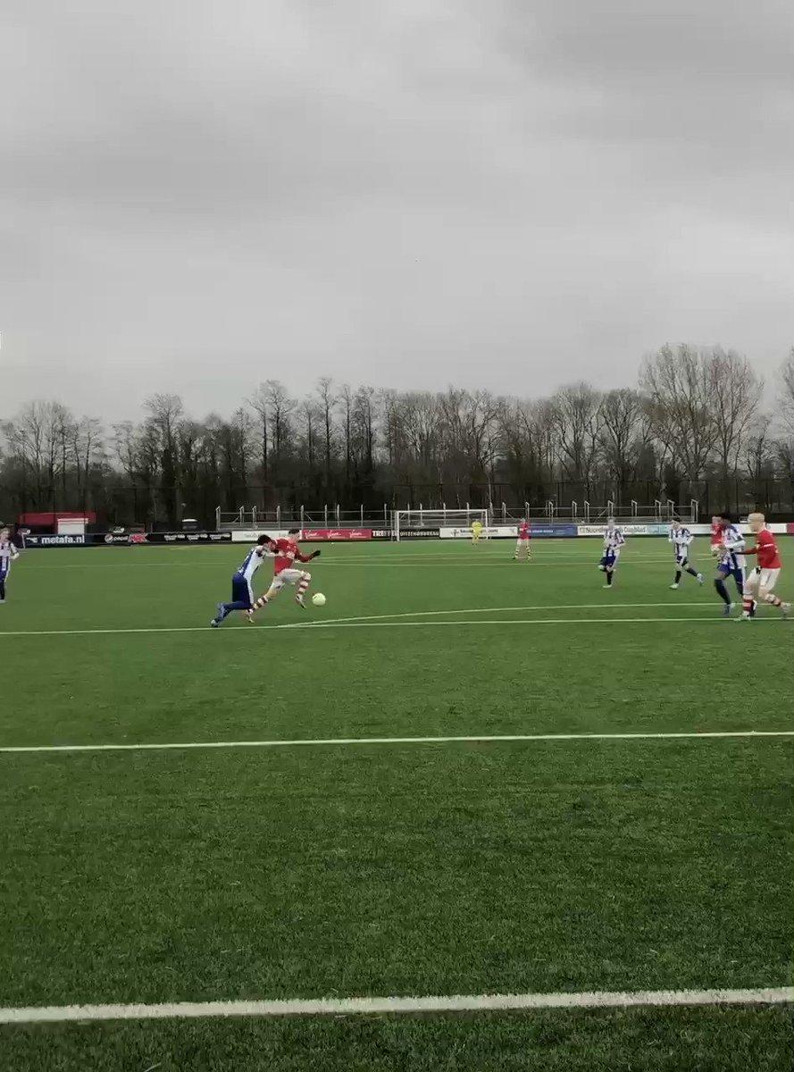 💨 Van Brederode maakt gebruik van de wind en ziet zijn inzet binnen zeilen.  #AZO17 #azhee 4-0