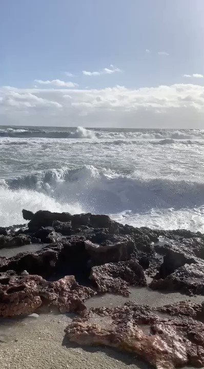Large swells crashing along the Treasure Coast at Stuart Rocks causing geysers to spray water several feet in the air. High surf advisory+small craft advisory continue. Beach erosion a concern 📷: JJ Mine. #flwx #florida #beach #waves #wave #surf #ocean #weather #saturday #wptv