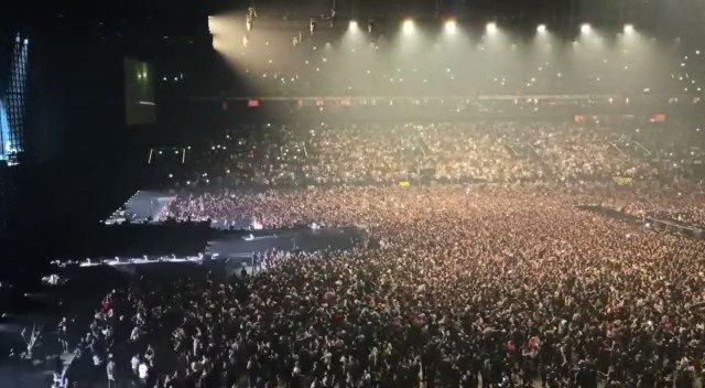 😱 WOW WOW WOW 😱 🔥 @djsnake et ses 40 000 fans mettent une ambiance INCROYABLE à @ParisLaDefArena 🔥 #DJSnake #ParisLaDefenseArena