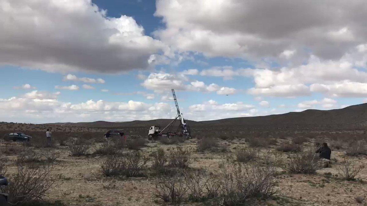 Сторонник теории плоской Земли разбился на самодельной ракете