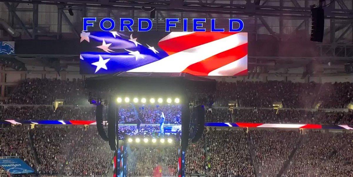 @garthbrooks @fordfield  #amazing #countrymusic #friendsinlowplaces