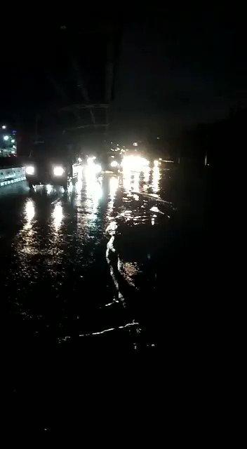 17.39 Genangan air sekitar 10 s/d 15 CM di Jl. A. Yani didpn GT. Cempaka Putih Jakpus.Tetap waspada dan berhati - hati dalam berkendara.