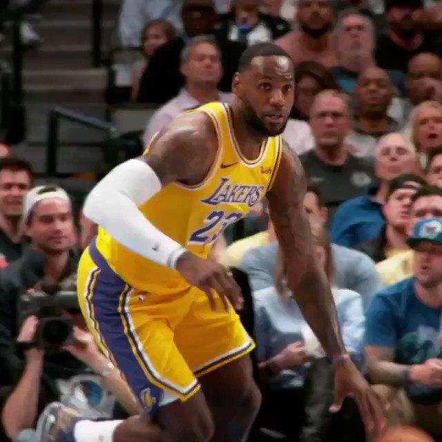 🚨 HYPE 🚨  Die #NBA Rivalität schlechthin! Vergangenheit trifft Gegenwart. #Celtics vs #LakeShow  Für wen bist du?  RT für @Lakers  Like für @celtics   HEUTE ab 21:30H LIVE bei @DAZN_DE und im NBA League Pass! #Time2Rise