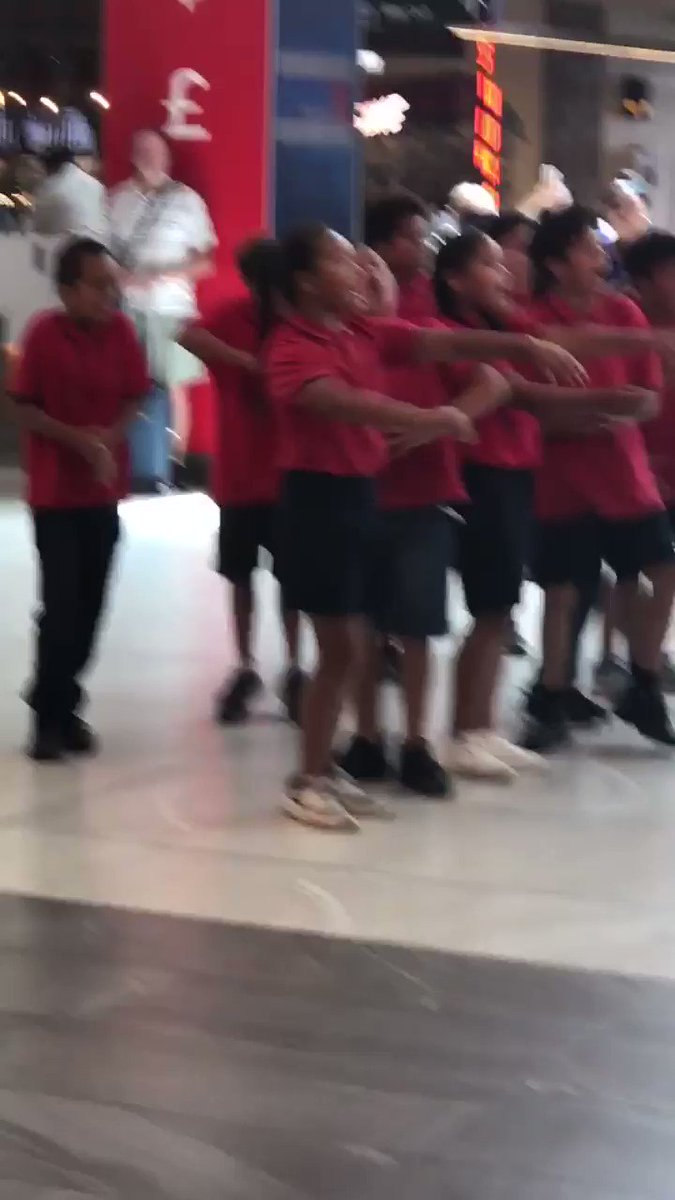 AIRPORT HAKA 🔊 A bunch of 8-year-olds have me ready to run through a wall.