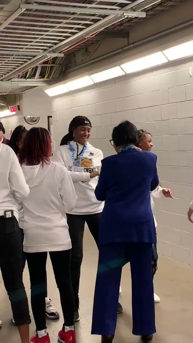 .@dallasmavs CEO .@cyntmarshall spends some fun time with members of the AAU team Lady Drive Nation- the team that was set to play #GigiBryant team the morning she and her dad #Kobe were killed.  Their coach is .@jasonterry31 #MFFL #Mavs  @TexasMetroNews