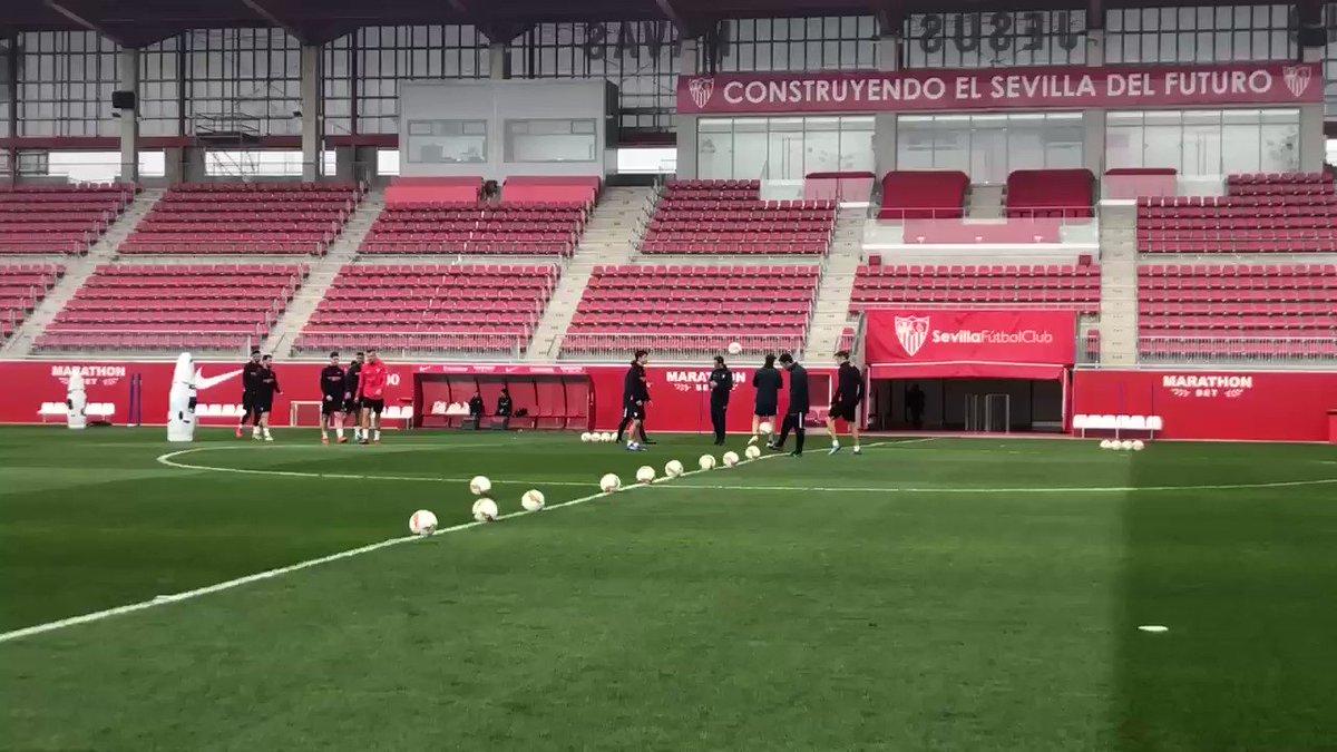 🚨 Entrenamiento del #SevillaFC. ⚽   DIRECTO ⤵️  📺 http://live.sevillafc.es  📱 http://facebook.com/sevillafc 💻 http://youtube.com/sevillafc  #WeareSevilla