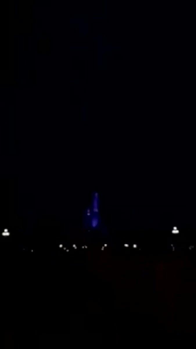 雷のせいで悪魔城みたいになってるシンデレラ城