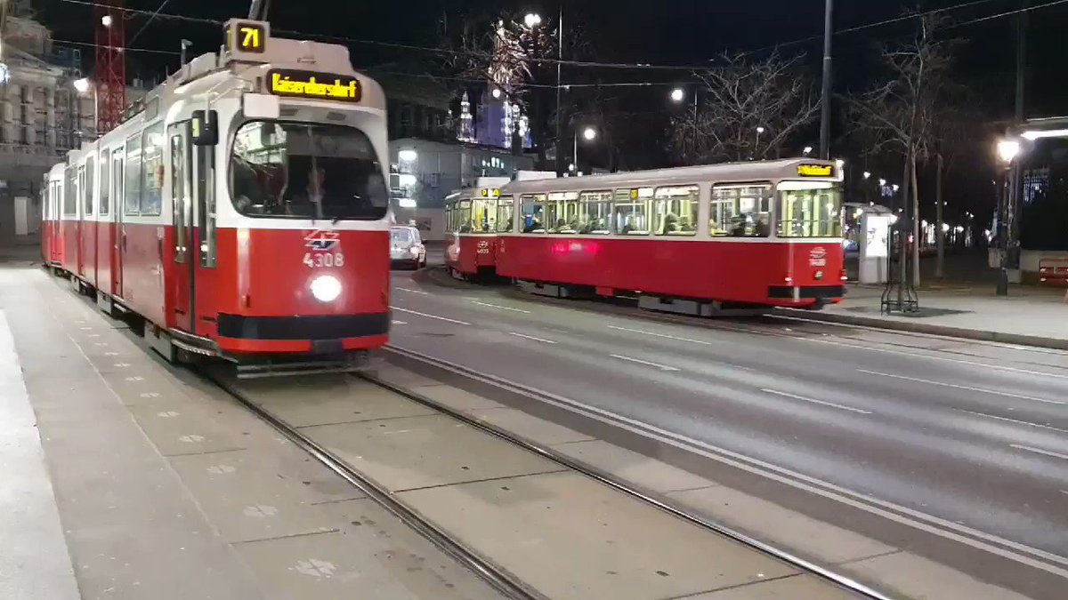Image for the Tweet beginning: Love those Viennese trams. All
