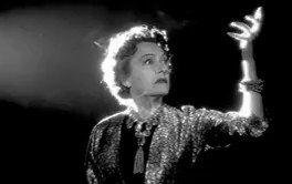 Hay películas buenas, regulares y malas. Y luego hay Obras Maestras, ésta es una de ellas sin duda:  El crepúsculo de los dioses(1950) de Billy Wilder  Viernes 6 de Marzo en @MARCOVigo3  No os la perdáis!!🎥🎬🎞🎬🎥  #vigo #vigocity #cineclub #cineclube #quehacerenvigo #vigoe
