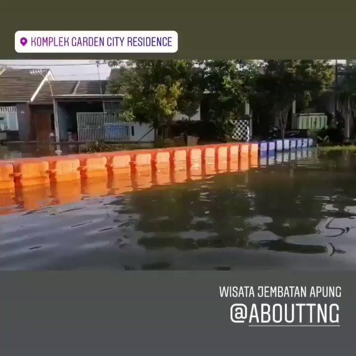 About Tangerang On Twitter Warga Yang Ingin Beraktivitas Menggunakan Jembatan Apung Untuk Melintasi Banjir Di Garden City Periuk Kota Tangerang Rabu 26 2 2020 Ketinggian Banjir Yang Menggenangi Perumahan Garden City Residence Perlahan Surut
