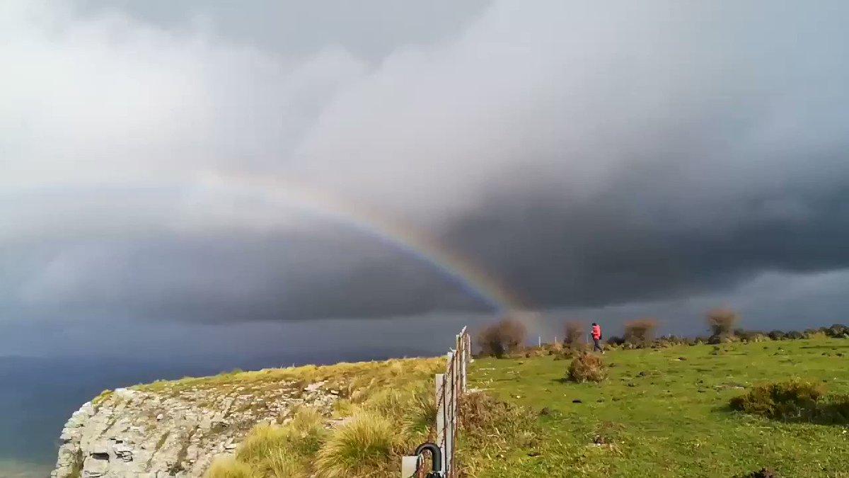 """""""Aquel que desee ver el arcoiris, debe aprender a disfrutar de la lluvia"""" 📖  Por fin ☔☔☔☔☔☔☔☔ Disfrutando💧💧💧💧🌂🌈🌈 #cañondedelika hace🔙🔙🔙"""