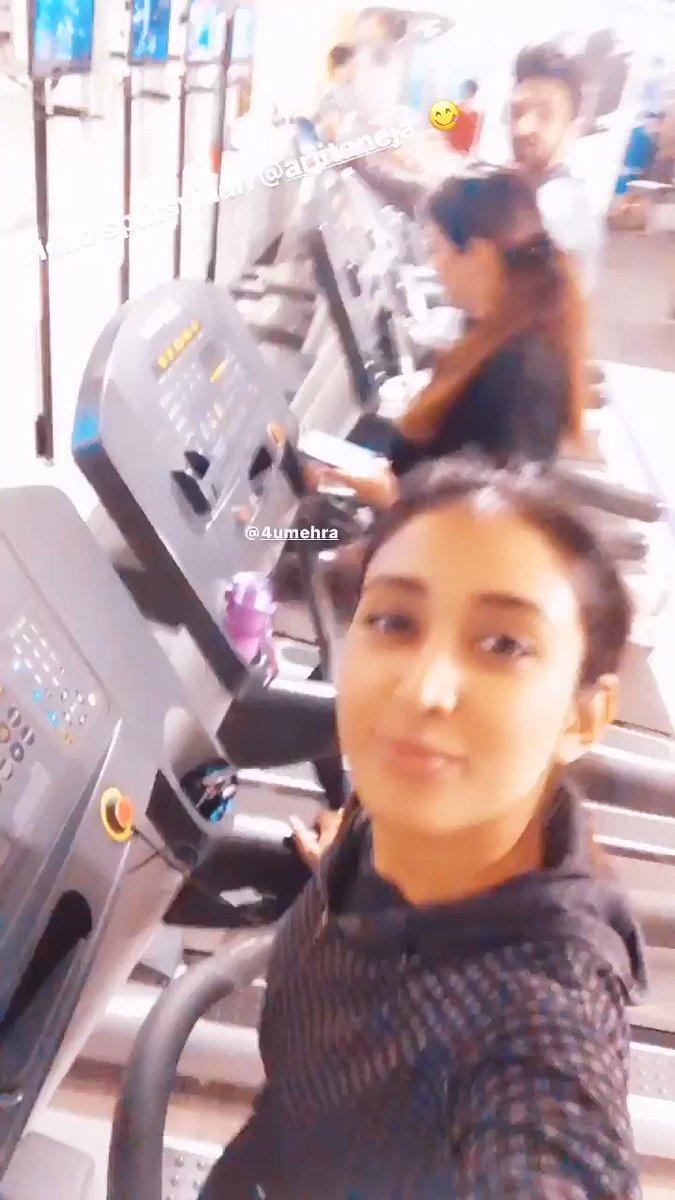 😍😍 AJ & the girls 🤗 It's #Gymtime with these girls   🔁🎥IGS @arjitaneja ♥️🔥  #ArjitTaneja #Arjit #AJ #Actor #BahuBegum #Azaan #AzaanAkhtarMirza #Tellywood #Bollywood #Fitness #Workout #Gym @priyamvadakannt @charumehra2