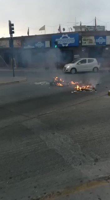 Barricadas de basura complican el tránsito vehicular en Av de Aguirre con Vicuña, precaución...  #laserena #LaSerena #serenanoticias #serenaycoquimbo #regioncoquimbo #cuartaregion #infolaserena #informateserena #chile #instagood #instamoment #instagram