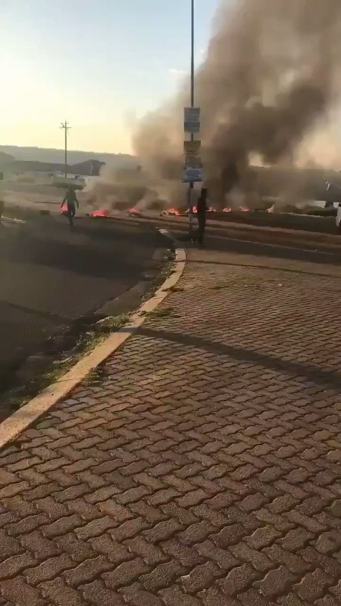 ❗ CRIME ❗  Full details on Vedette app  TYPE: Riot DATE: 2020-02-14 6:00  Residents of Kagiso (Mogale city) are striking over service delivery, by blocking main roads with trash and burning tires  #Vedette #crime #riot #protest #SouthAfrica #Kagiso