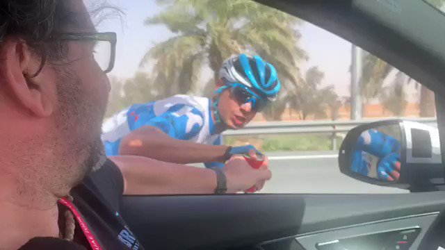 Israeli 🇮🇱 Omer Goldstein just departed the ISN team car after a refuel call with this: ״שלום מדובאי״ . Salam from #Dubai . سلام دبي @visitdubai @VisitIsrael  #UAETour @uae_tour   To go: 33 km
