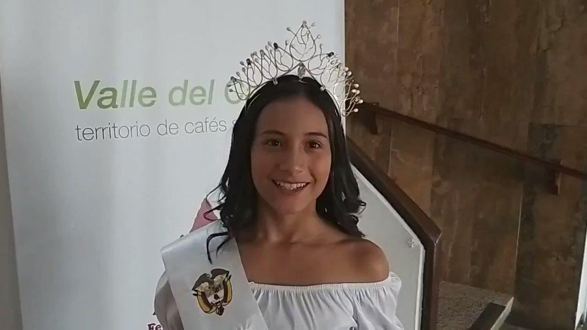 🎥👸☕🙌 María Juliana Cárdenas Orozco, Reina Nacional Juvenil del #Café, quien representó al #ValleDelCauca en dicho evento, visitó las instalaciones de @FNC_Valle e invitó a niños y jóvenes a disfrutar del mejor café de mundo.