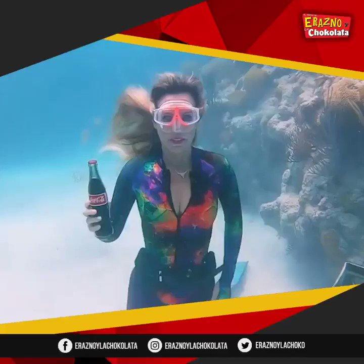 Mujer abre #CocaCola en el fondo Del Mar y lo que sucede es asombroso! 🥤 ¡Ay no! Que horror! 😝 #EraznoYLaChokolata #Sea #Beach #Ocean #Mar