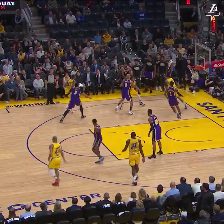 RT @Lakers: That save. That dunk. That #LakeShow 🤯 https://t.co/079OmpR37m