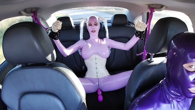 Watch the kinky car ride with Lara in #Rubberbondage with inserted vibrating toy inside now on https://t