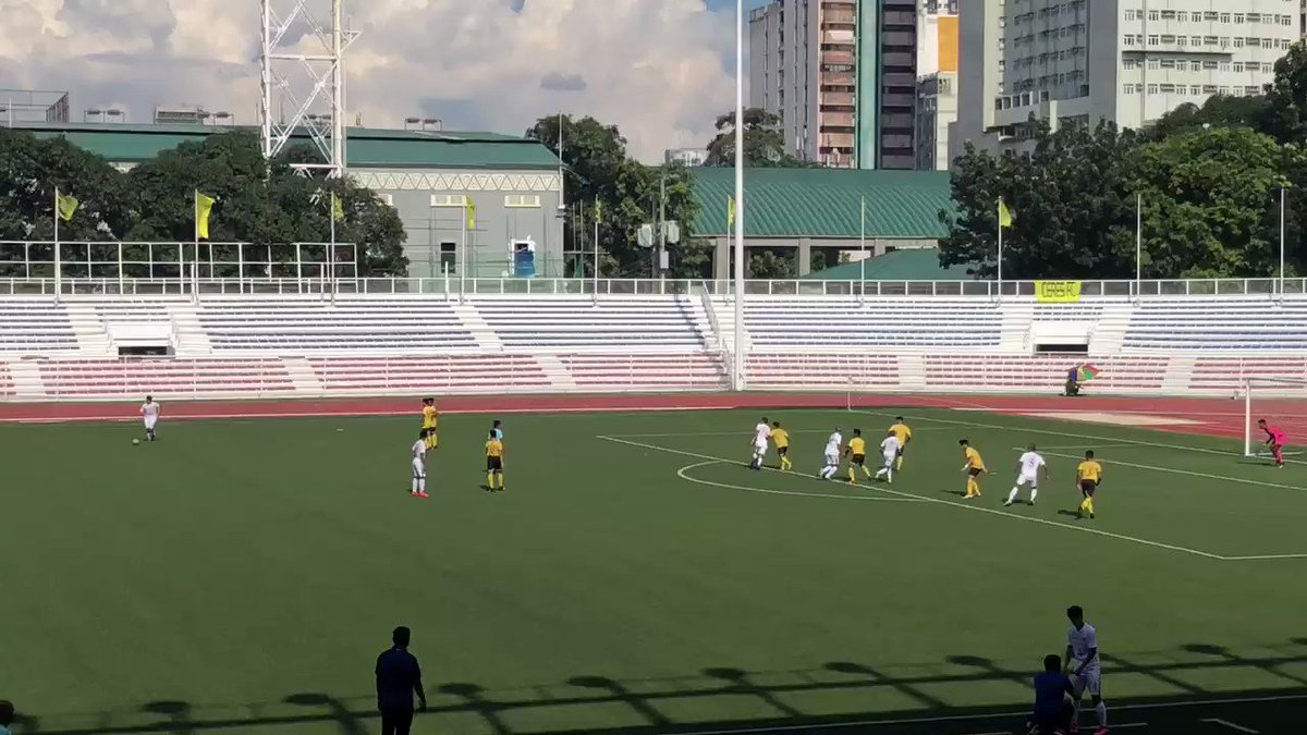 75' - GOAL! The Blue Eagles can't stop scoring! Herrera whips a free kick into the box and Setters heads it over the keeper and into the goal. Ateneo 6 UST 1 #UAAPFootball