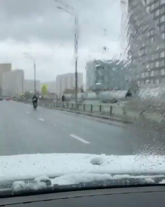 На моно колесе 60 км/ч. Лежачий полицейский не помеха. #россиябудущего #Россия #Русские #скорость pic.twitter.com/FMVwTc2jLU