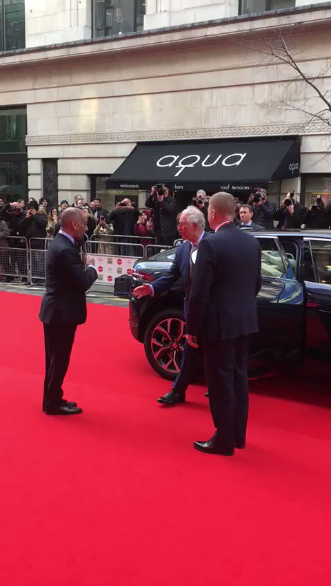 Prince Charles says he is struggling not to shake hands because of #Coronavirus Arriving at @PrincesTrust awards this afternoon, he twice extended his hand before withdrawing it at the last minute. 'It's just so hard to remember not to,' he laughed and offered a #Namaste instead https://t.co/cGGpPsvZfH