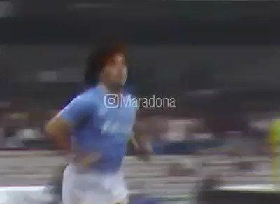 """Veo en FB este video viejo de Maradona👏  """"Muchas gracias a todos por los mensajes y el cariño que me hacen llegar. Me dan mucha fuerza. Algunos se preguntan """"¿Pero, por qué Maradona camina así?"""" o """"¿Por qué lo operaron?"""". Bueno, para ellos va este video. Un abrazo grande ❤"""""""
