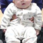 ニコニコと笑っている赤ちゃん・その後何かにびっくりしたリアクションが面白ろすぎる!