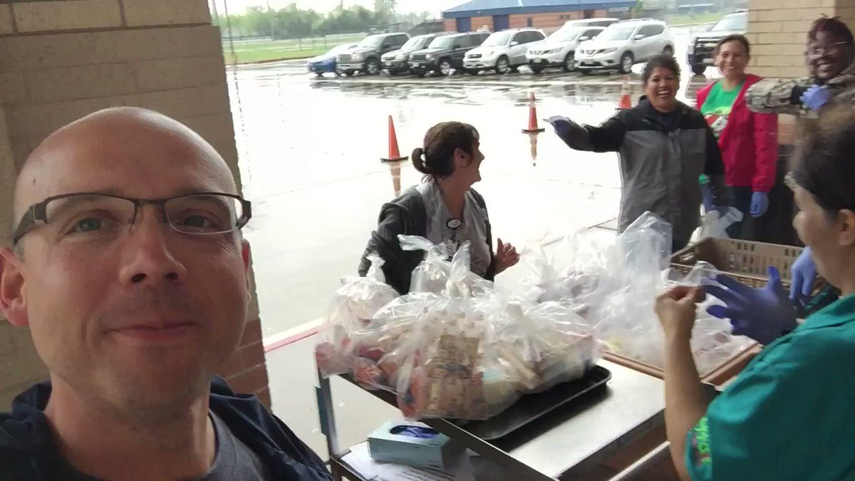 CFISD kiddos come get some lunch at the Ridge til 1:00pm! We love our @CyFairISD families!!