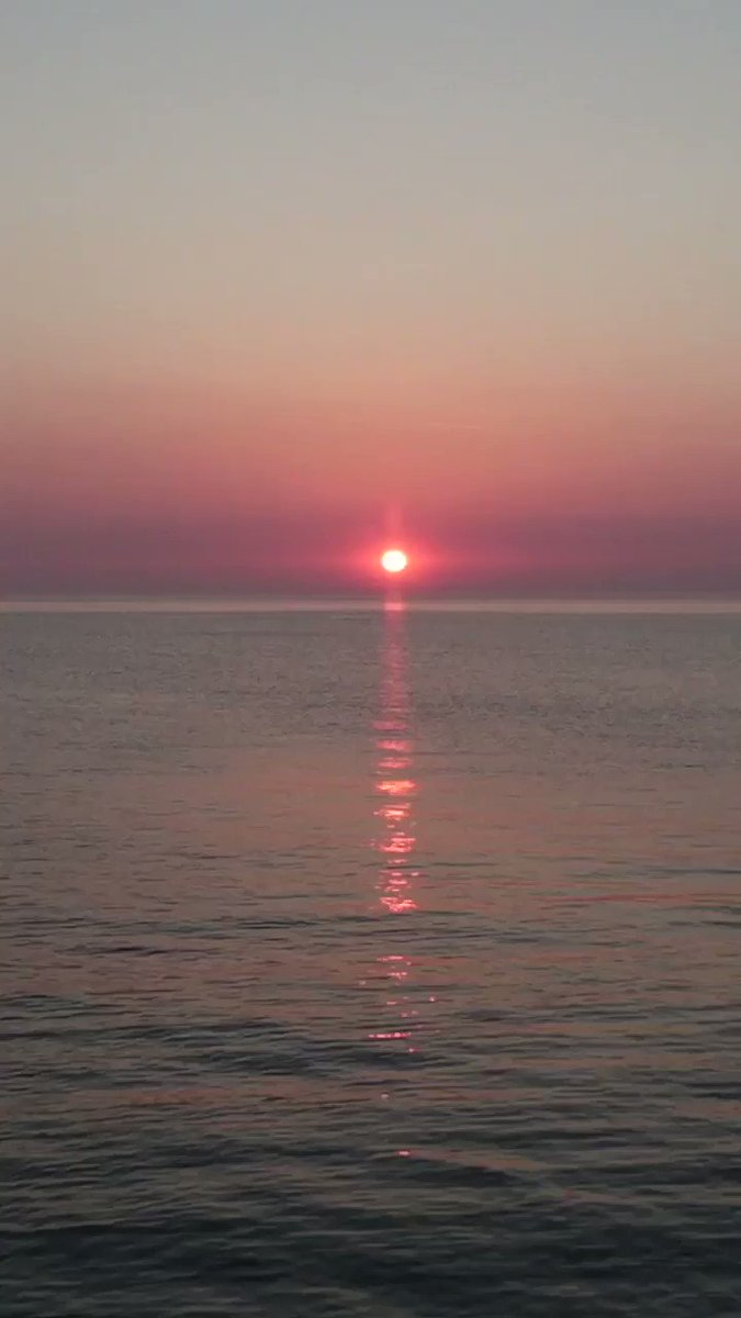 On this very unusual day March 20, 2020 I wish you a Good night with a #sunset clip from North Norfolk a summers evening. I can imagine there are so many thoughts flying around for you all, try to still them and breathe in this calming scenery. #healingearth #calmness @StormHourpic.twitter.com/LxS2ixOqbo