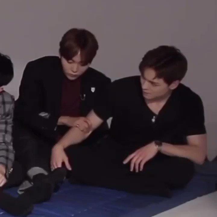 Replying to @oresthia: seungkwan massaging vernon's arms so fondly 😭❤