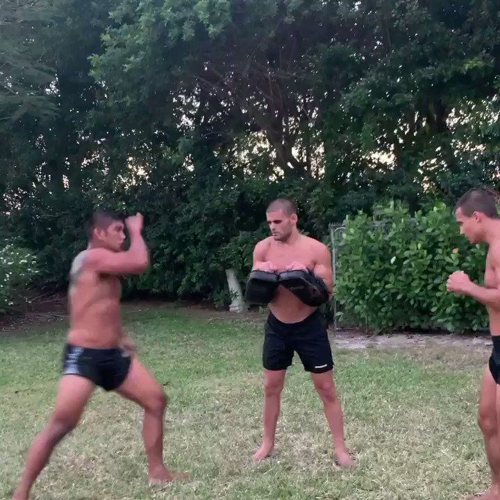 Andre Fialho training forearms with the help of @AungLANsang & @AdamBorics 🥺
