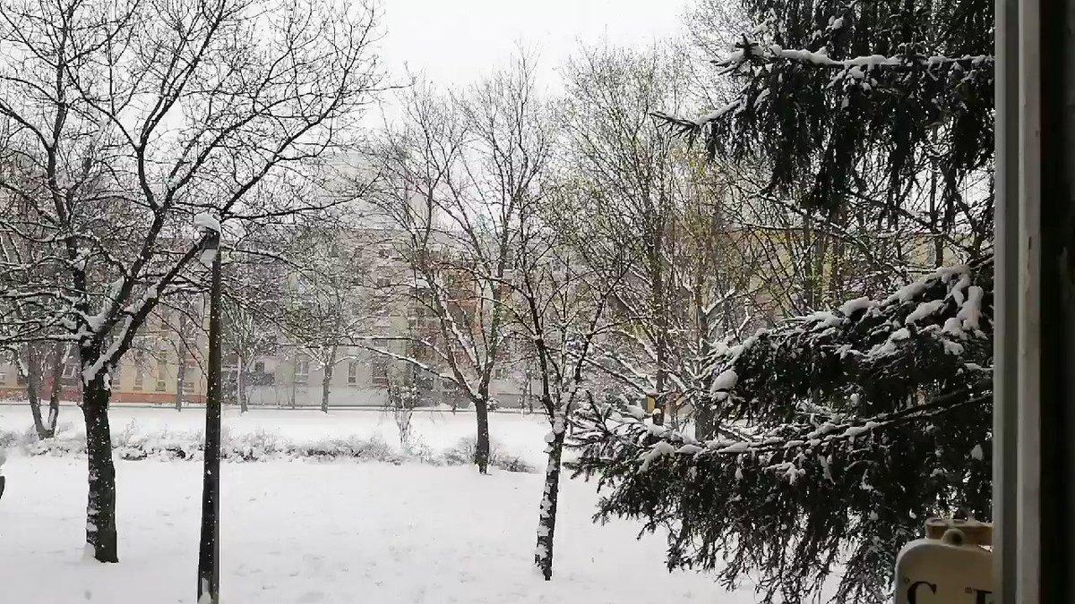 의 미디어: Let it snow...  #letitsnow #snow #stayhome #Takecareofeachother #openthewindow #almostspring #hunga