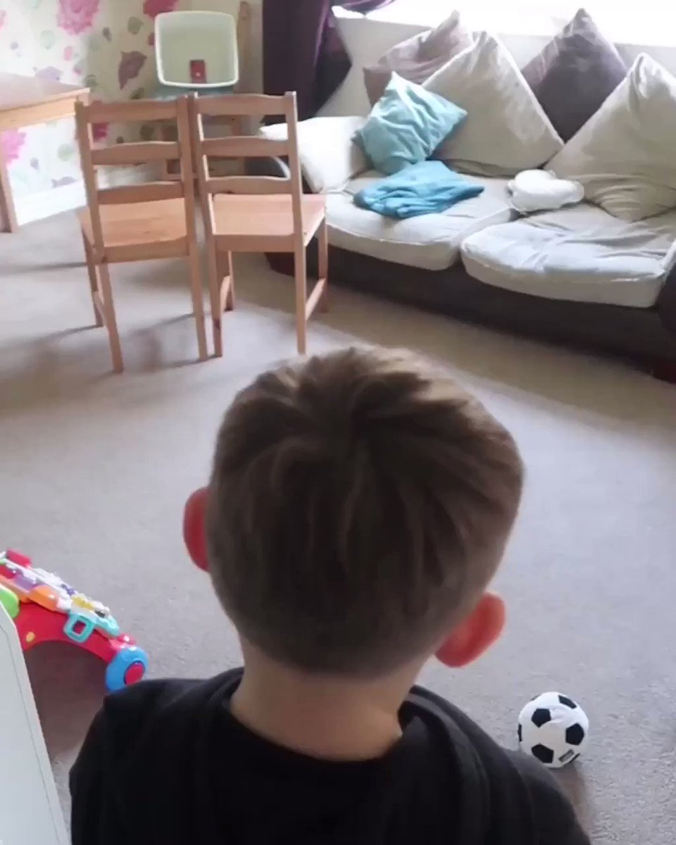 Iconic goal recreation 🥅 living room addition ⚽️ @victoriabeckham @WayneRooney #StayHome #staysafe #davidbeckham #waynerooney @433 @MOTDmag @SoccerAM @fennerstweets @BBCMOTD @ManUtd @England @premierleague